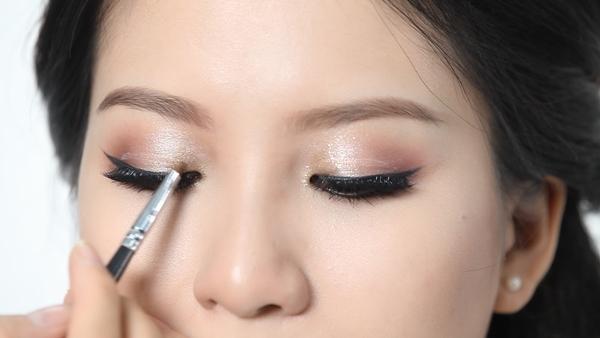 Cách trang điểm cho cô dâu mặt tròn: trang điểm mắt